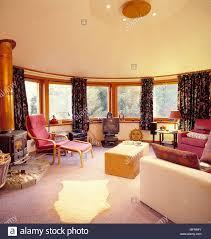 runde land wohnzimmer an der wand aufgereiht windows creme