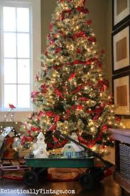 Raz Christmas Decorations 2015 by Fun Idea For Themed Christmas Trees Christmas Tree Cardinals