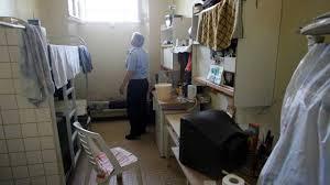 plus de 31 000 téléphones portables saisis en prison l an passé
