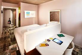 shelter chambre patio picture of shelter marseille marseille tripadvisor