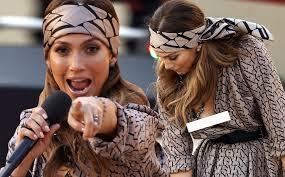 Jennifer Lopez suffers embarrassing wardrobe malfunction live on