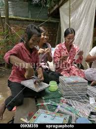 Women Trained By CSARO To Make Handicrafts From Recycled Materials Some Are Former Waste Pickers