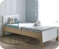 chambre bébé bois lit enfant bois brut lit enfant aloa blanc et bois 90 190 cm lit
