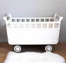 chambre bébé vintage lit bébé roulotte vintage les happyvintage