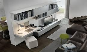 wohnzimmer mit schreibtisch als arbeitsplatz im wohnzimmer
