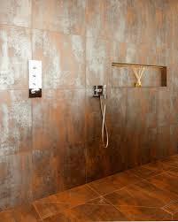 große ebenerdige dusche mit nische und bild kaufen