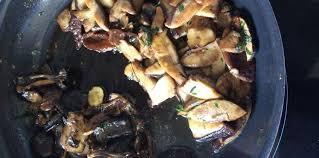 cuisiner les bolets poêlée de cèpes et bolets recette sur cuisine actuelle