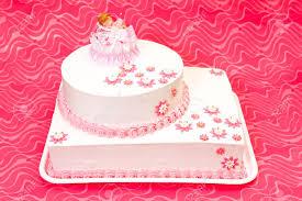 weiß taufe kuchen für mädchen mit rosa dekoration