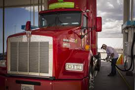 100 Cr England Truck CR Shell Hook Up On LNG Fuel Agreement