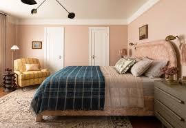 tapete im schlafzimmer an einer wand fußboden laminatboden