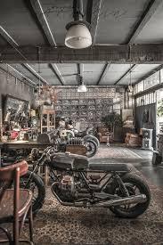 motorräder auf dem wohnzimmer oder wie ein wohnzimmer auf