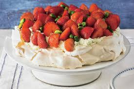 Hochzeitstorte Mit Erdbeeren Und Limetten Obsttorte Köstliches Mit Frischen Früchten Brigitte De