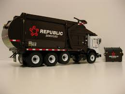 100 First Gear Garbage Truck Republic Services Toy