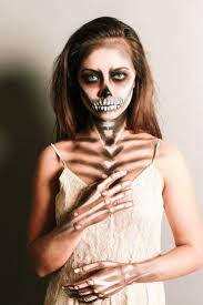 Halloween Half Mask Ideas by Best 25 Halloween Skeleton Makeup Ideas On Pinterest Skeleton