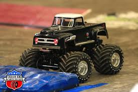 Mr. Big (R/C) | Monster Trucks Wiki | FANDOM Powered By Wikia Big Rc Trucks Adventure Wheels 22 Free Wheeling Car Carrier With Cheap Waterproof Great Electric 4x4 Vehicles Original Mini Foot 24ghz 124 Scale Truggy Rtr Racing Buy Big Trucks Sale And Get Free Shipping On Aliexpresscom Rc Trailfinder 2 Chevy Truck Gooseneck Trailer Video Dailymotion Kevs Bench Could Trophy The Next Thing Action Xxl Cstruction Site Model Dump And Excavator Shelf Lot Of Toys Cluding Big Bad Monster Trucks Cobra Savage Rc For Fully Loaded 2011