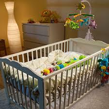 a quel age bébé dort dans sa chambre sommeil de bébé aider le nourrisson à dormir la nuit blédina