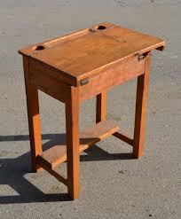 petit bureau en bois mobilier vintage pour enfants chaises tables coffres à jouets