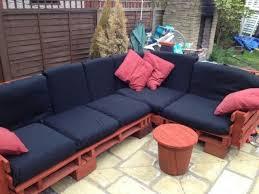 fabriquer canapé d angle en palette sofa d angle en palettes idèe avec des palettes