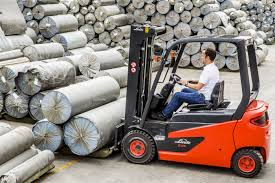 All New 80V Electric Forklift From Linde - Wise Forklift Kelvin Eeering Ltd Linde 45 Ton Diesel Forklift H 1420 Material Handling Pdf Catalogue Technical Bruder Keltuvas Linde H30d Su 2 Paletmis 02511 Varlelt Electric Forklift Rideon For Very Narrow Aisles With Pivoting Preuse Check Book Rider Operated Fork Lift Trucks Series 386 E12e20l Asia Pacific 4050 Evo Linde Heavy Truck Division Catalogues Hire Series 394 H40h50 Engine Material Handling Fp Design Wzek Widowy H80d 396 2010 Sale Poland Bd Akini Krautuv E 30 L01 Pardavimas I Olandijos Pirkti E80vduplex2001rprzesuw Trucks