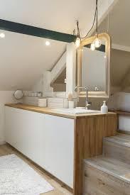 combles aménagés une chambre avec salle de bains côté maison