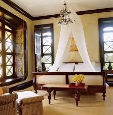 Colonial Bedroom Decor