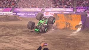 100 Monster Truck Crashes Grave Digger Driver Hurt In Crash At Monster Truck Rally