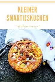 kleiner smartieskuchen mit erdnussbutter puddingklecks in