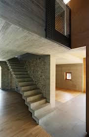 ensemble aus wohn und gästehaus in san quirino beton