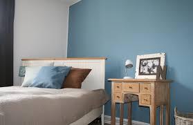 cool blaue wand im schlafzimmer gebluemlich