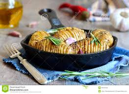 pomme en robe de chambre pommes de terre en robe de chambre cuites au four avec l ail et le
