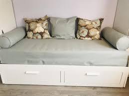 tagesbett hemnes aufbewahrungsset gästezimmer ikea bett zip slipcover mit 3 kissenbezü 2 stützen abdeckungen platzsparende lösung