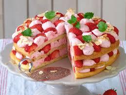 windbeutel torte mit erdbeer sahne