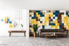 farbige fliesen wohnzimmer sofa und schrank stockfoto und mehr bilder aufgeräumter raum