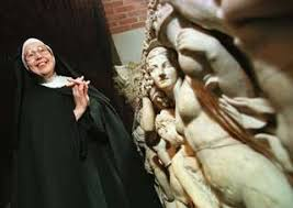 Sister Wendy Beckett Standing Near A Sarcophagus At The Isabella Stewart Gardner Museum In Boston