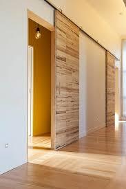 porte coulissante chambre porte coulissante en bois à l intérieur ambiance intérieure moderne