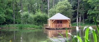 chalet sur l eau cabane eau idees cabanes bois abris de jardin