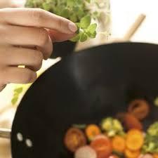 cuisiner avec un wok comment cuisiner avec un wok ohhkitchen