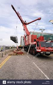 Truck Mounted Crane Stock Photos & Truck Mounted Crane Stock Images ...