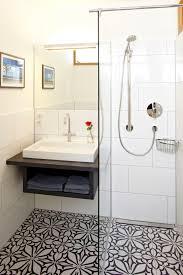 helles innenliegendes bad dusche oberlicht bodenf