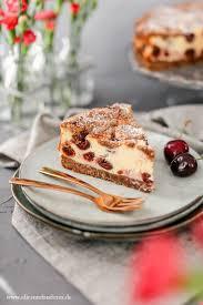 sommerlicher kirsch quark kuchen mit schokotupfen kuchen