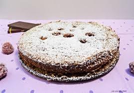schoko nuss kuchen mit versunkenen himbeeren