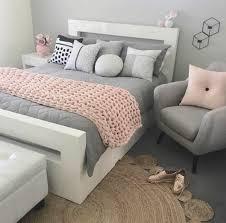 magasin de tapis déco chambre adulte motif zèbre sur le tapis chambre