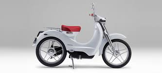Secret People Who Want To Get Around On A Super Small Motorcycle It Look Cute Thats Why Vespa Is The Only Brand Of Scooter Everyones
