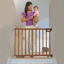 amazon com summer infant deluxe stairway simple to secure wood