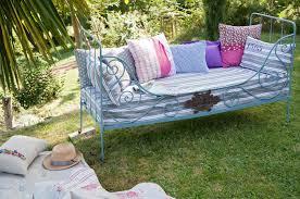 lit canap fer forg transformer un lit en fer forgé en canapé d extérieur diy family