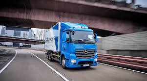 Daimler Throws Shade At Tesla As Truck Rivalry Heats Up | Transport ... Ups Orders 125 Tesla Semitrucks Transport Topics Pickup Trucks 300klb Towing Capacity Is Crazy But Feasible Semi Watch The Electric Truck Burn Rubber Car Magazine Truck Trend Renders Nikolas Teslainspired Electric Could Make Hydrogen Power Unveils An Rival To Trucks Governors Wind Accused Of Copycat Semi Design In 2 Billion Patent Unveiled 500 Mile Range Bugbeating Aero 2019 Elon Musk Just Teased The First Image Of Drives Through Colorado Engineers Talk About Unveils Latest Effort Move Plans Sell Big Semis Pickups Too Extremetech