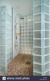 moonraker en suite badezimmer mit lass gemauerte dusche und
