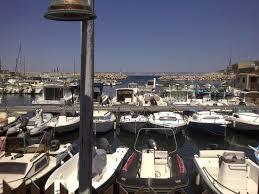 le petit port marseille la vue depuis le restaurant sur le petit port des goudes et plus