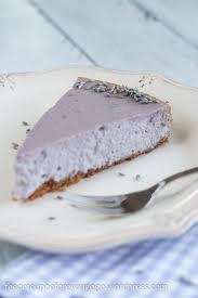 der perfekte sommerkuchen lavendel cheesecake mit weißer