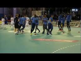 technique de foot en salle equipe de futsal au coeur d un échauffement